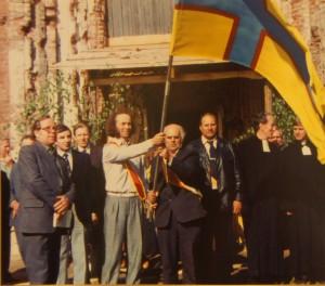 Освящение ингерманландского флага. Губаницкая церковь, 1989 год